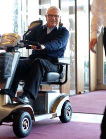 scooter-electrico-personas-mayores-S400-con-persona-mayor