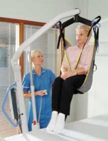 Grua-Electrica-para-Hospital-Presence-Levantando-Usuario