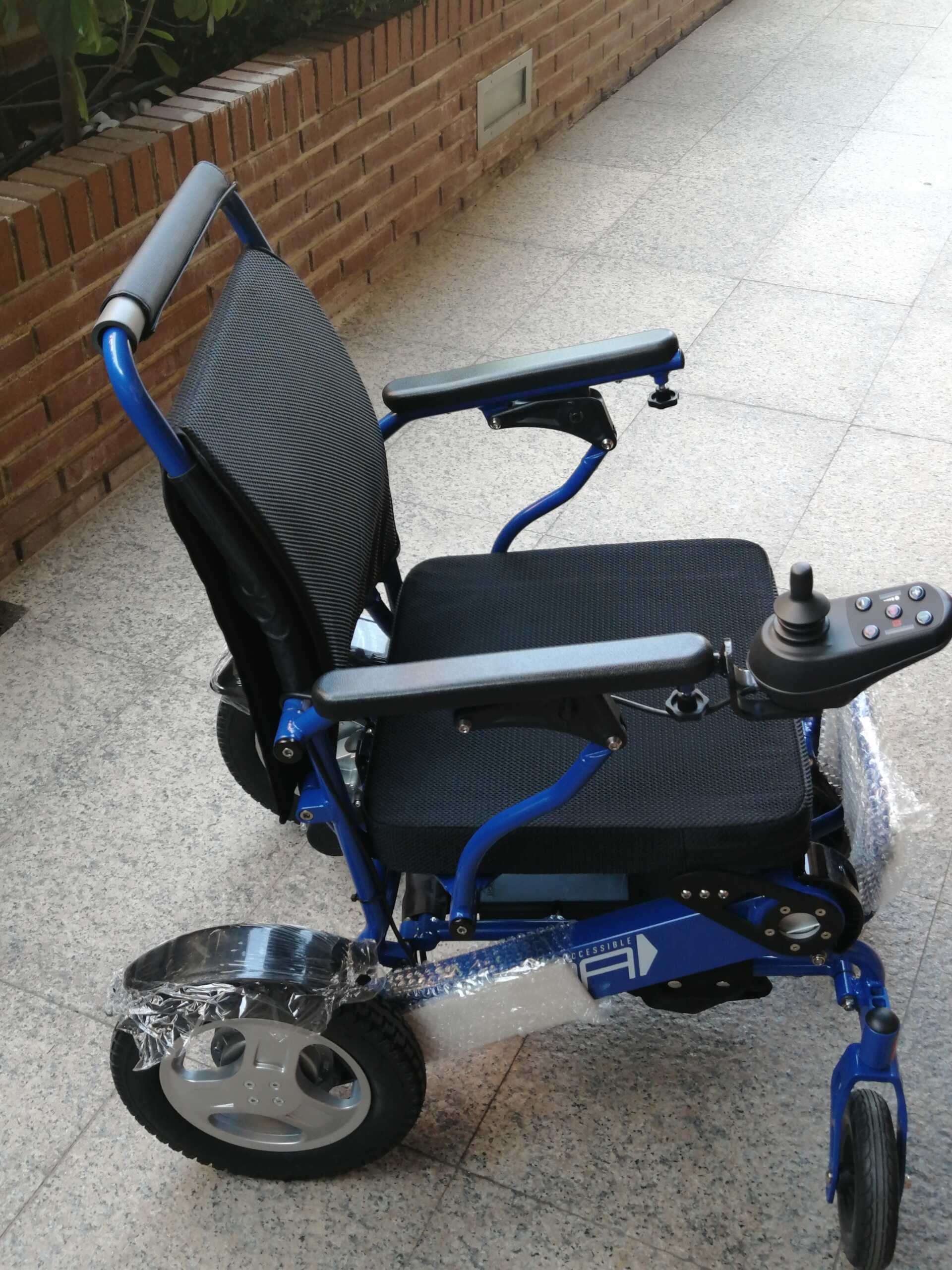 Sillas para Discapacitados SPA en Azul con batrerias de litio extraibles