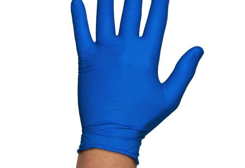¿Qué son los guantes de nitrilo y por qué se usan?