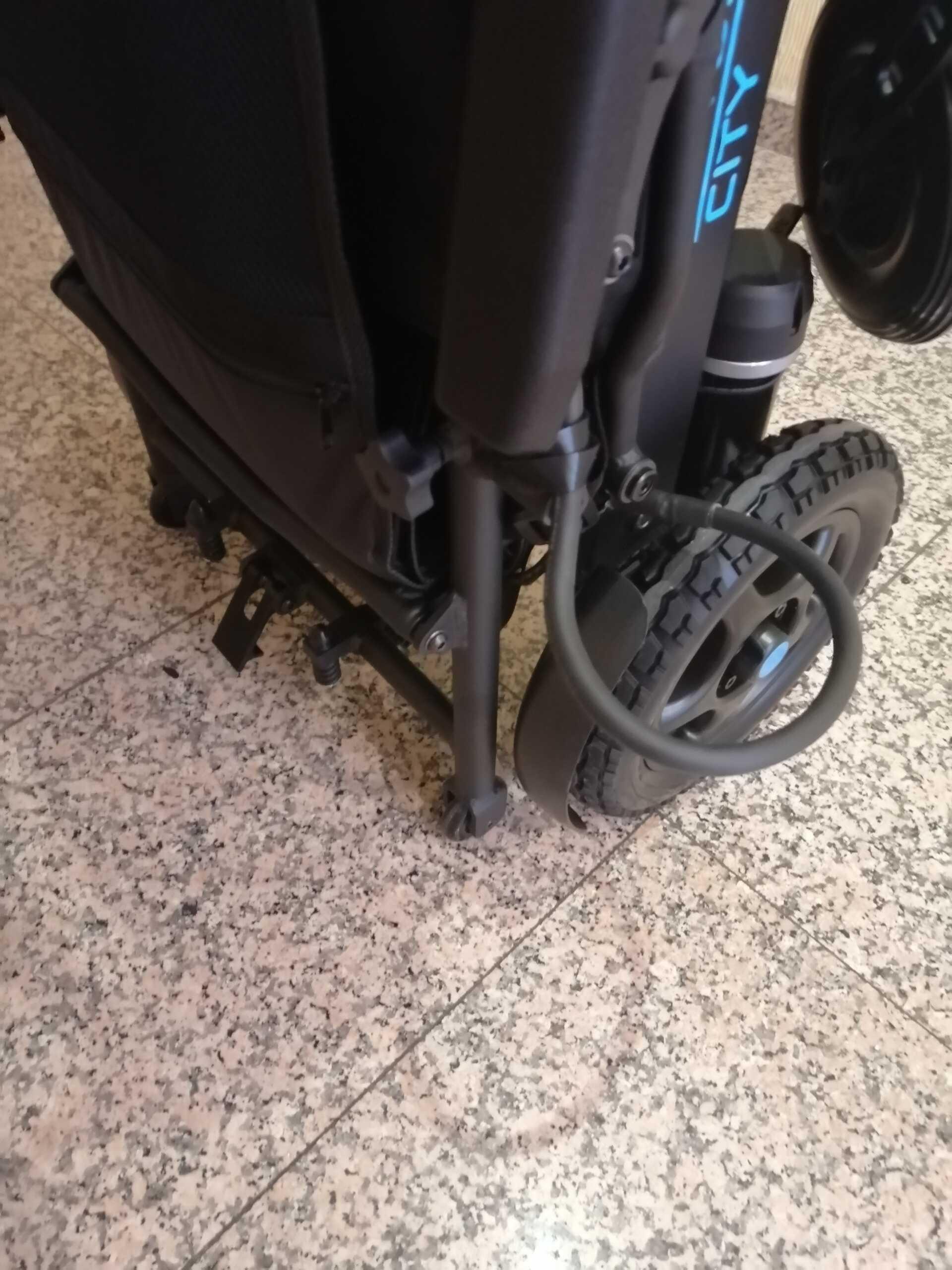 Silla Eléctrica PLEGABLE y fácil de transportar gracias a sus ruedas extra